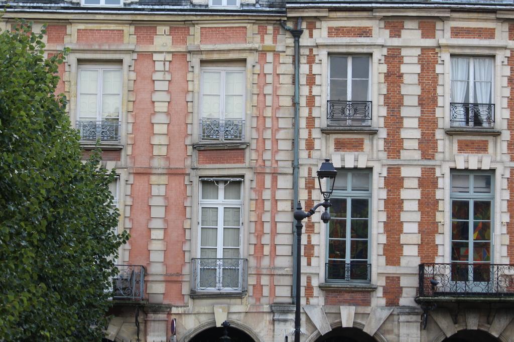 Balconi Place des Vosges